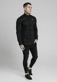 SIKSILK - STANDARD COLLAR SHIRT - Camisa elegante - black - 1