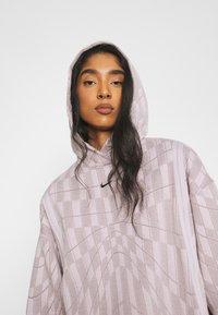 Nike Sportswear - HOODIE - Sweatshirt - platinum violet/taupe haze/black - 3