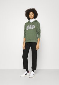 GAP - NOVELTY - Sweatshirt - cool olive - 1