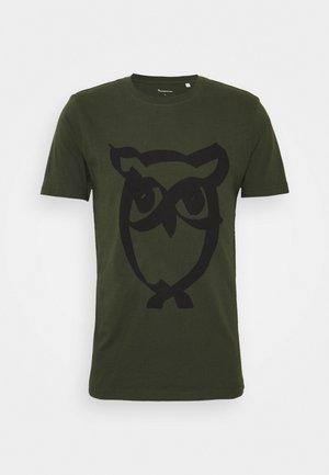ALDER BRUSED OWL TEE - Camiseta estampada - forrest night