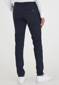 Tailored Originals - TOFREDERIC - Chino - ombre blu - 2