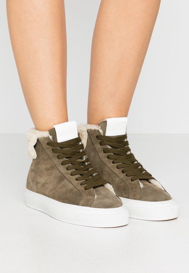 SANDY - Sneakers hoog - lentil