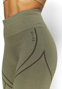 NU-IN - SEAMLESS TWO TONE HIGH WAIST LEGGINGS - Trikoot - green - 3