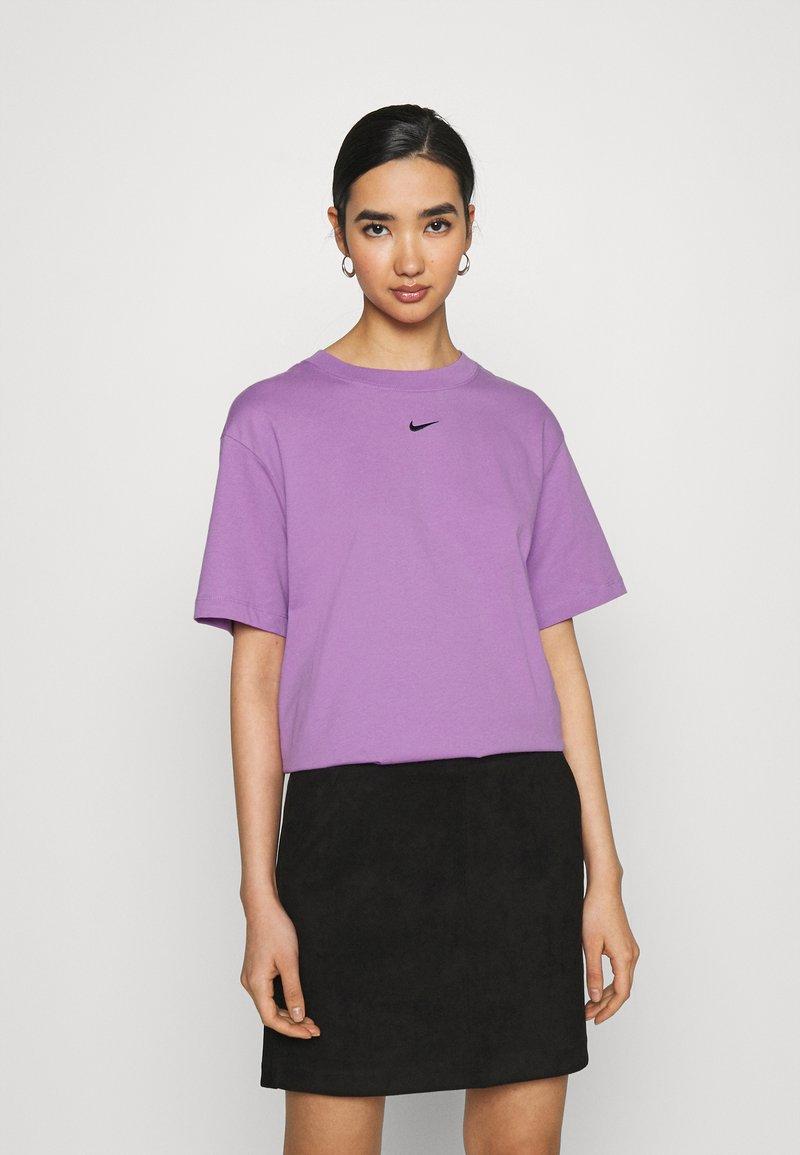 Nike Sportswear - Basic T-shirt - violet shock/black