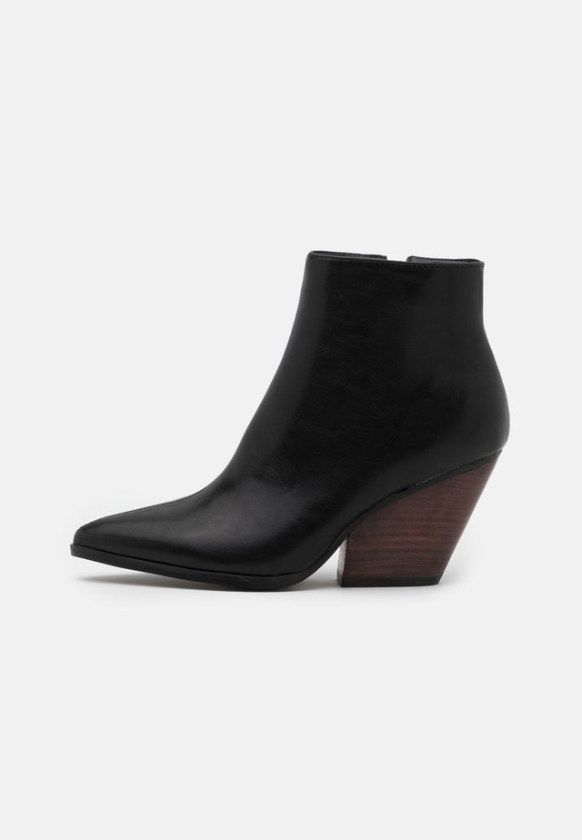 WESTERN HEEL POINTY - Boots à talons - black