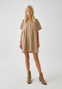 PULL&BEAR - Denní šaty - brown - 1