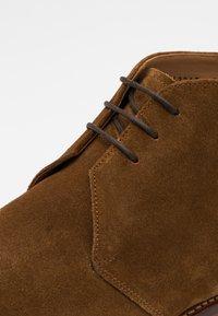 Grenson - WENDELL - Sznurowane obuwie sportowe - snuff - 5