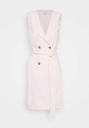 BELTED WRAP MINI DRESS - Vestido camisero - light pink