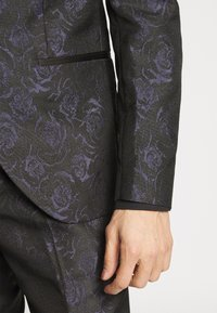 Isaac Dewhirst - TUX - Completo - black - 7
