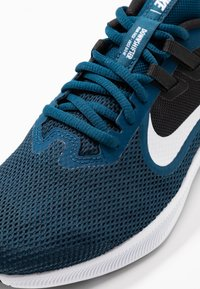 Nike Performance - DOWNSHIFTER  - Obuwie do biegania treningowe - valerian blue/white/black/vivid purple - 5