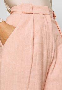 Bec & Bridge - CLUB PANT - Kalhoty - peach - 3