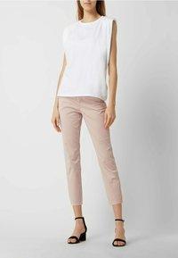 MAC Jeans - SLIM FIT IN 7/8-LÄNGE - Straight leg jeans - hellrosa - 1