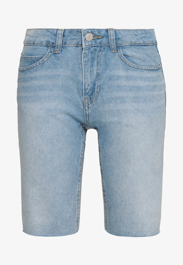 NMBE BERMUDA - Farkkushortsit - light blue denim