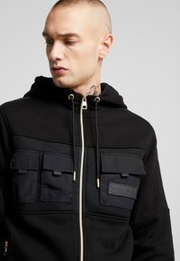 Glorious Gangsta - GALIS UTILITY HOOODIE - Zip-up hoodie - black - 7