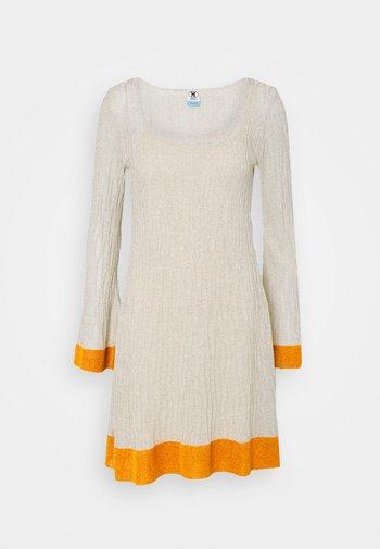 DRESS - Jumper dress - milk/pumpkin