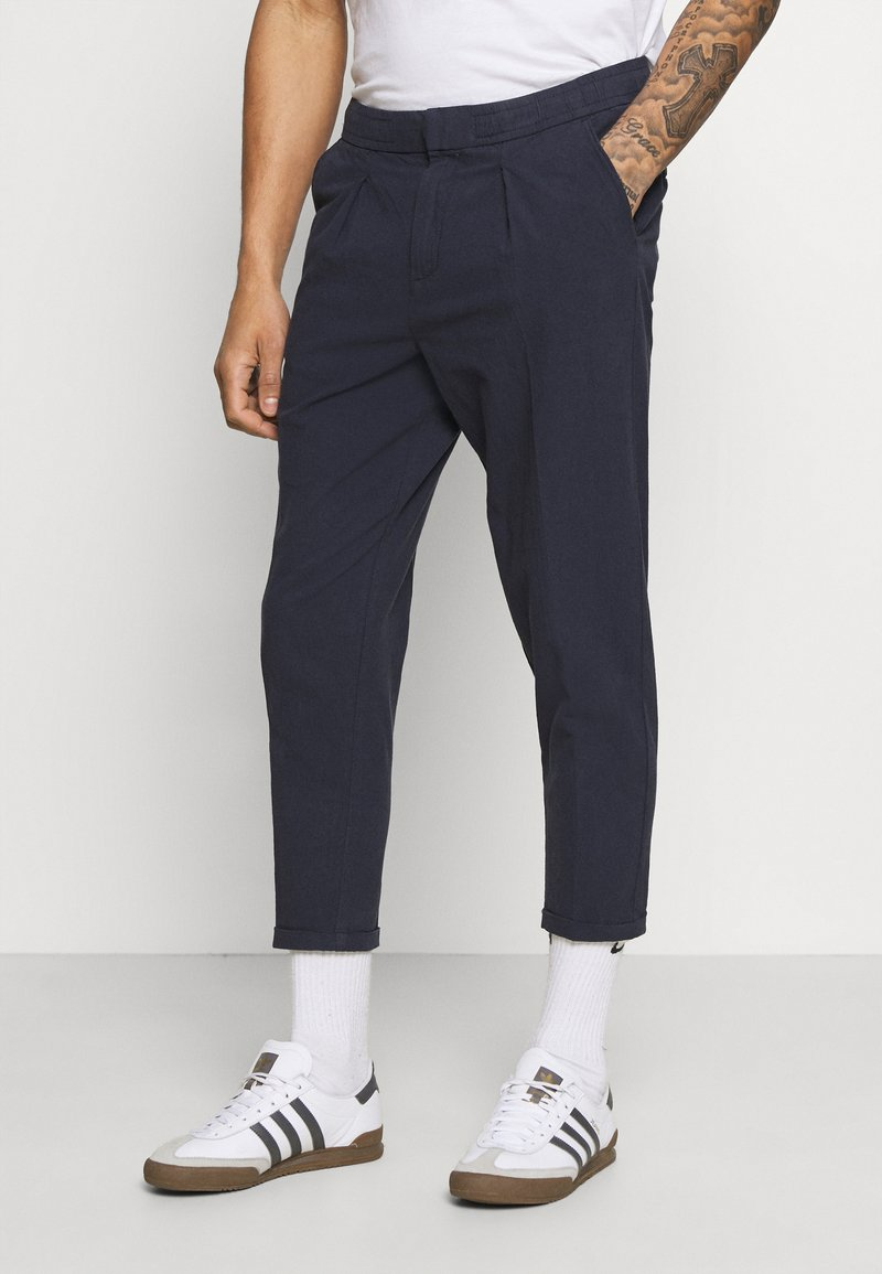 Redefined Rebel - JOHNNY PANTS - Trousers - navy