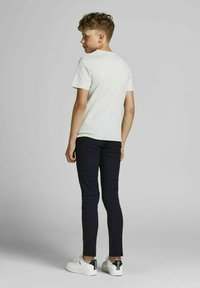 Jack & Jones Junior - T-shirt med print - glacier gray - 2