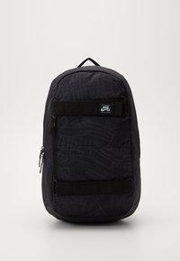Nike SB - NIKE COURTHOUSE - Batoh - black/white - 0