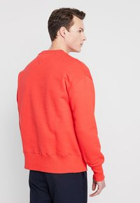 Tommy Jeans - BADGE CREW - Sweatshirt - red - 2