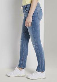 TOM TAILOR DENIM - JEANSHOSEN LYNN ANTIFIT JEANS MIT TUNNELZUG AM BUND - Slim fit jeans - light stone blue denim - 3