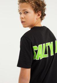 WE Fashion - T-shirt con stampa - black - 2