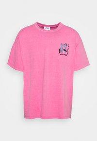Vintage Supply - OVERDYE BRANDED TEE - T-shirt z nadrukiem - pink - 4