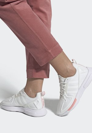 ZX 2K FLUX SPORTS INSPIRED  - Baskets basses - white
