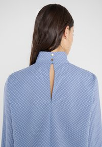 Won Hundred - MEREDITH - Bluse - classic blue check - 8