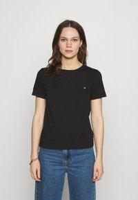 Calvin Klein - SMALL NECK  - Jednoduché triko - black - 0