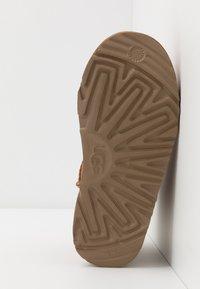 UGG - CLASSIC MINI II - Classic ankle boots - chestnut - 5