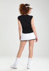 Nike Performance - PURE - Jednoduché triko - black/white - 2