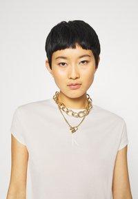 Calvin Klein Jeans - DRAPEY CAP SLEEVE  - Basic T-shirt - soft cream - 3