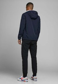 Jack & Jones - JCOSPRING LIGHT JACKET - Summer jacket - sky captain - 2