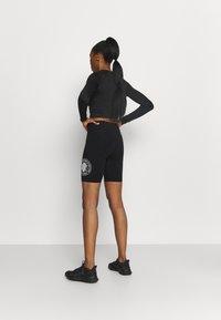 DKNY - SPLIT LOGO HIGH WAIST BIKE SHORT - Collants - black/white - 2
