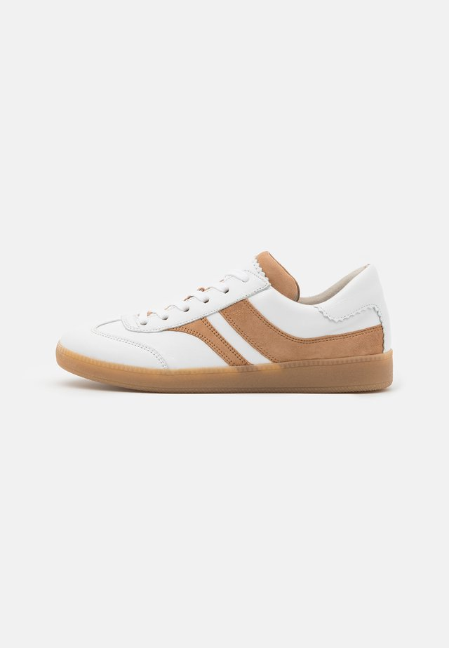 Trainers - weiss/caramel