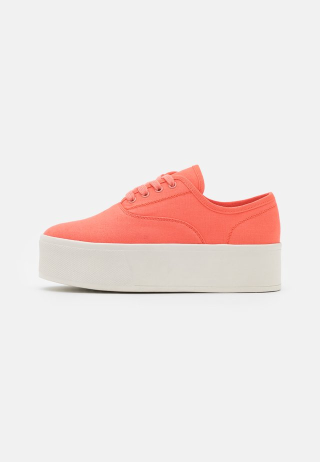 Sneakers laag - coral