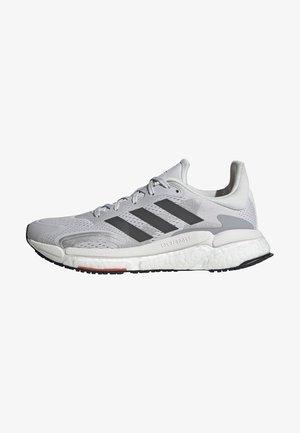 SOLAR BOOST 3 RUNNING PRIMEGREEN - Neutral running shoes - grey