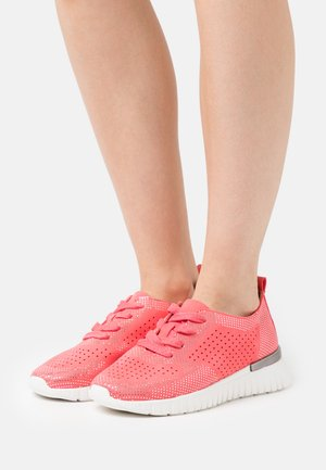 TULIP - Trainers - raspberry