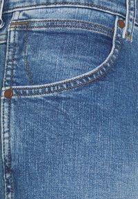 Wrangler - GREENSBORO - Jeansy Straight Leg - more blues - 6
