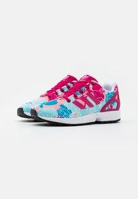 adidas Originals - ZX FLUX  - Tenisky - bolt pink/footwear white - 1
