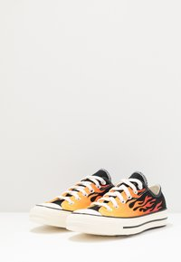 Converse - CHUCK TAYLOR ALL STAR 70 - Sneakers - black/enamel red/egret - 2