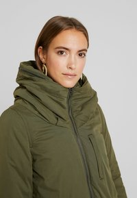 MAMALICIOUS - NEW TIKKA PADDED JACKET - Parka - olive night - 3