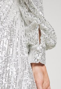 Missguided - BALLOON SLEEVE TIE BACK DRESS - Cocktail dress / Party dress - silver - 7