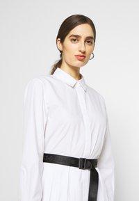 KARL LAGERFELD - DRESS LOGO BELT - Blousejurk - white - 4