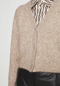 Bruuns Bazaar - SYRINGA CHRISTELLA - Neuletakki - roasted grey melange - 5