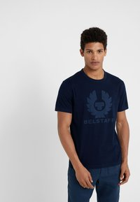 Belstaff - COTELAND  - T-shirt imprimé - indigo - 0