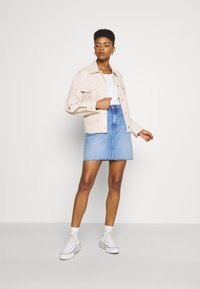 Tommy Jeans - BELTED OVERSHIRT - Blouse - smooth stone - 1