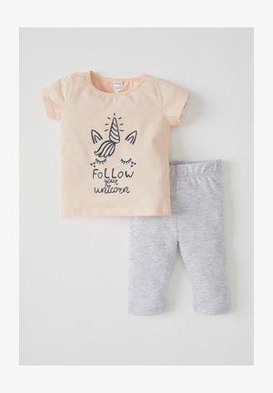 Pyjama set - pink/grey