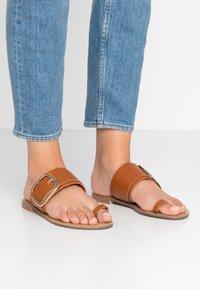 Tata Italia - Sandály s odděleným palcem - brown - 0