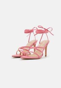 Glamorous - Sandály s odděleným palcem - pink - 2